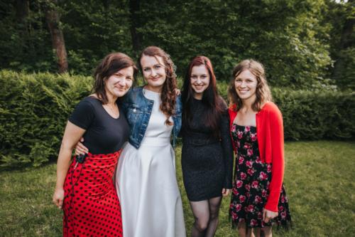 3 holky v kapele s nevěstou