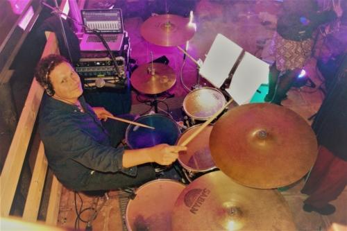 Bubeník hraje
