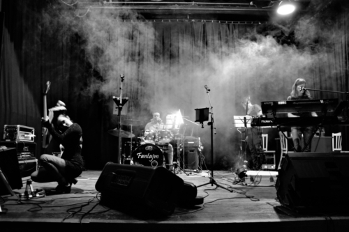 Kapela Fantajm v mlze